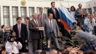 "Russian President Boris Yeltsin (C) addresses a meeting as he stands on a tank outside the former Council of Ministers building in this August 19, 1991 file picture. Former Russian President Yeltsin was rushed to hospital on Tuesday, January 30, 2001, with what doctors believe is an ""acute viral infection"" and is likely to spend his 70th birthday on Thursday in hospital bed, Yeltsin's aide said.  CVI - RTRDOK1"