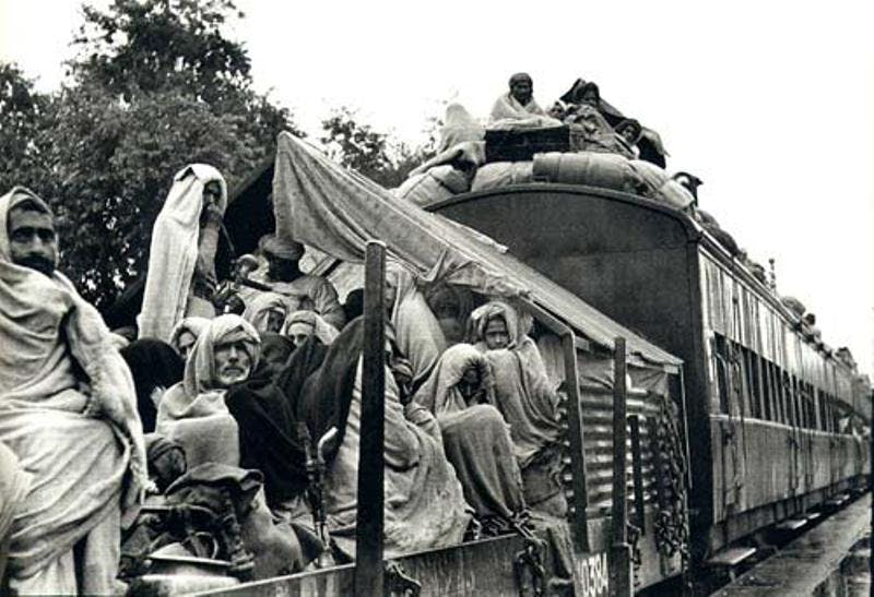 A_refugee_train_Punjab_1947