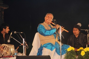1200px-Hariprasad_Chaurasia_01