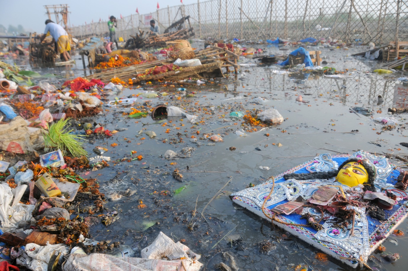 water pollution in pakistan The water shortage is pakistan's biggest threat, the federation of pakistan chambers of commerce and industry said earlier this year, as most citizens earn their livelihood in the water.