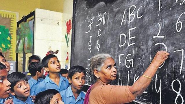 education-teacher_a6796c9c-01ac-11e6-9250-9c8019adbb37