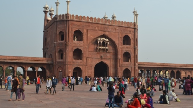The Jama Masjid on a winter morning offers enough spiritual warm and the glory of the sunshine around makes this place a sought after destination for devotees and tourists alike. Photography: Kabir
