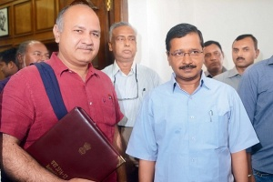 329F388A00000578-3512980-Delhi_CM_Arvind_Kejriwal_right_with_Deputy_CM_and_Finance_Minist-a-27_1459205342685