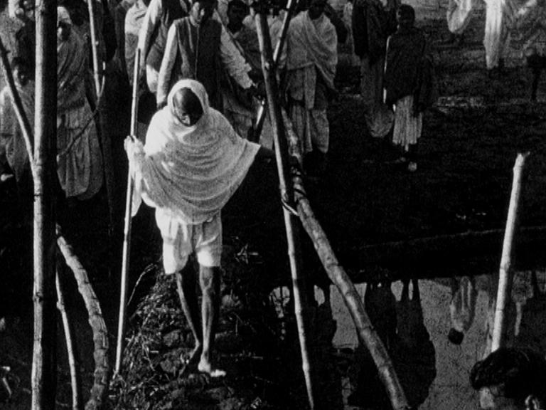 Mahatma-Gandhi-Noakhali-1947