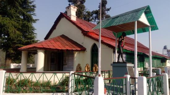M.K.Gandhi statue in ashram campus / Image : The New Leam Staff